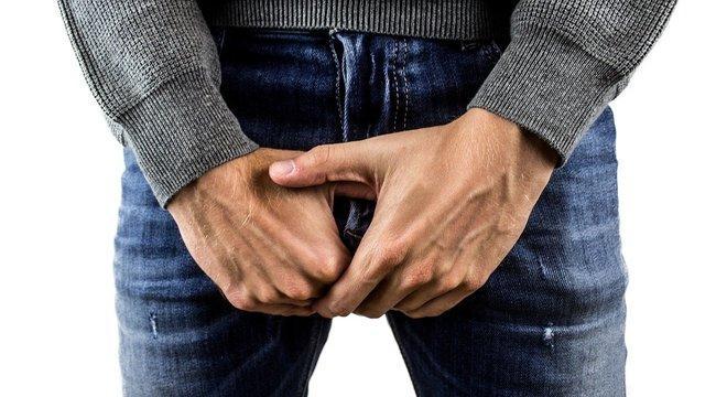 merevedéssel a pénisz bőre megreped