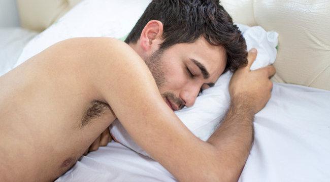 alvó ember péniszét)