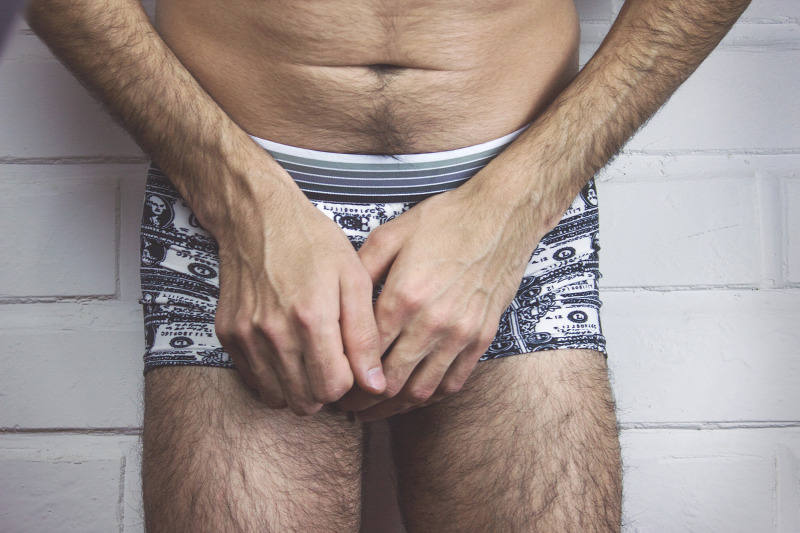 egy férfinak több pénise van)