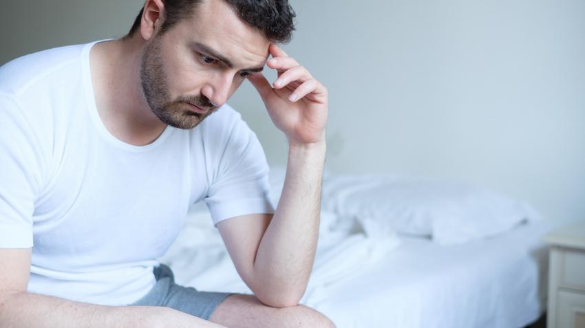 a merevedési zavarok oka a férfiaknál