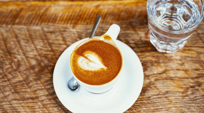 erekció és kávé)